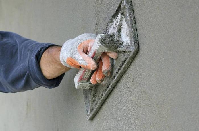 Качественное заглаживание обеспечит терка с резиновой полоской или металлической прокладкой