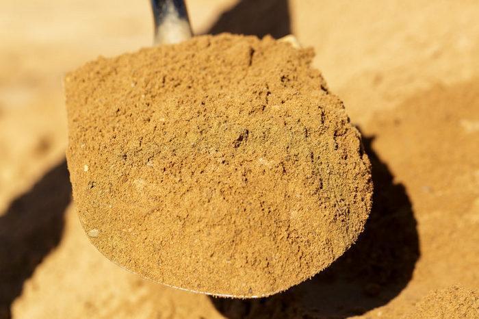 Штукатурка на песке из карьера будет значительно плотнее и тяжелее раствора на речном материале