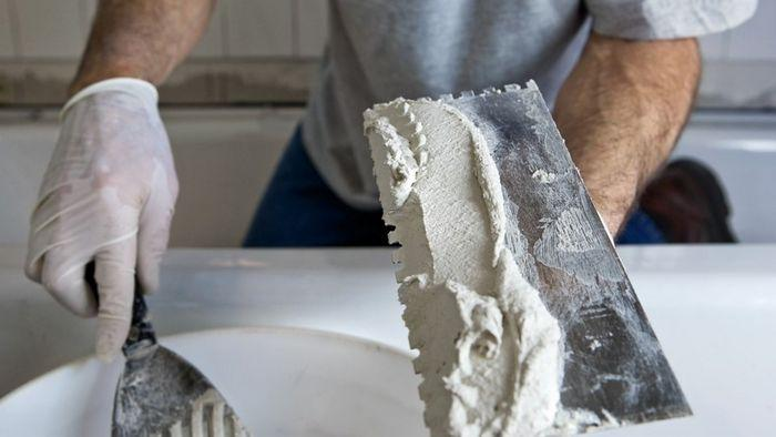 Главный недостаток гипса заключается в пористой структуре материала