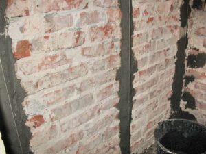 Металлических маяки на стене