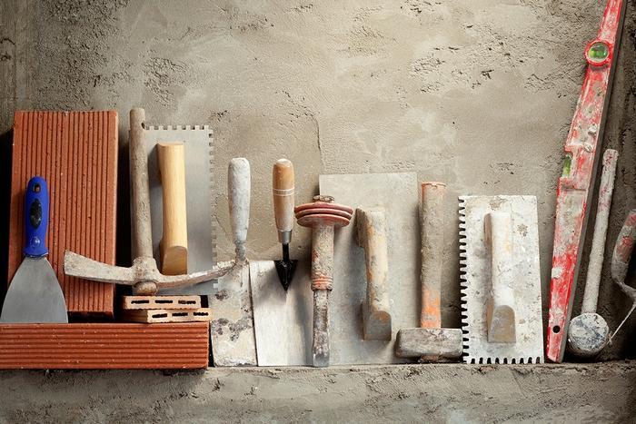 Перечень инструментов, необходимых для нанесения штукатурки, зависит от навыков и опыта мастера