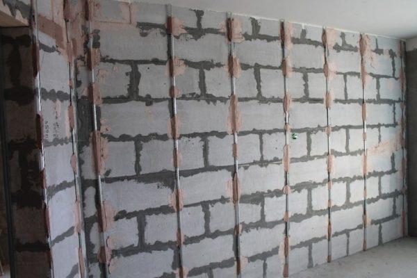 штукатурка стен газобетона по маякам
