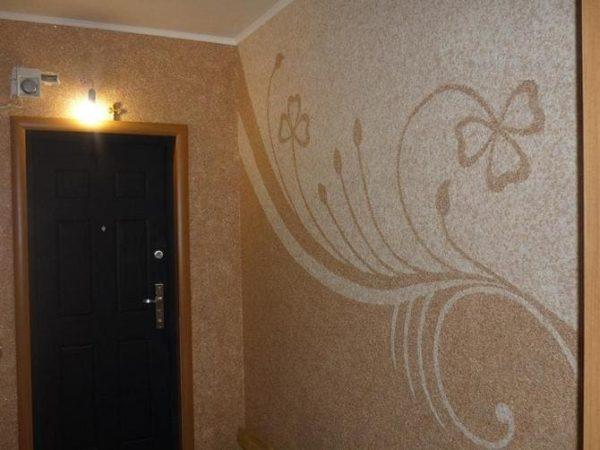 Рисунок на стене в прихожей