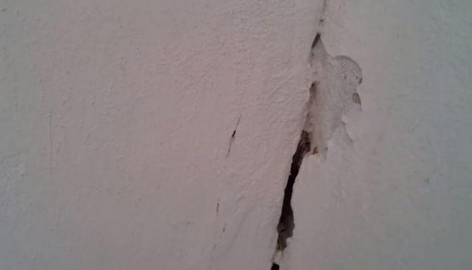 Трещина в лузге происходит из-за неудачного стыка покрытий