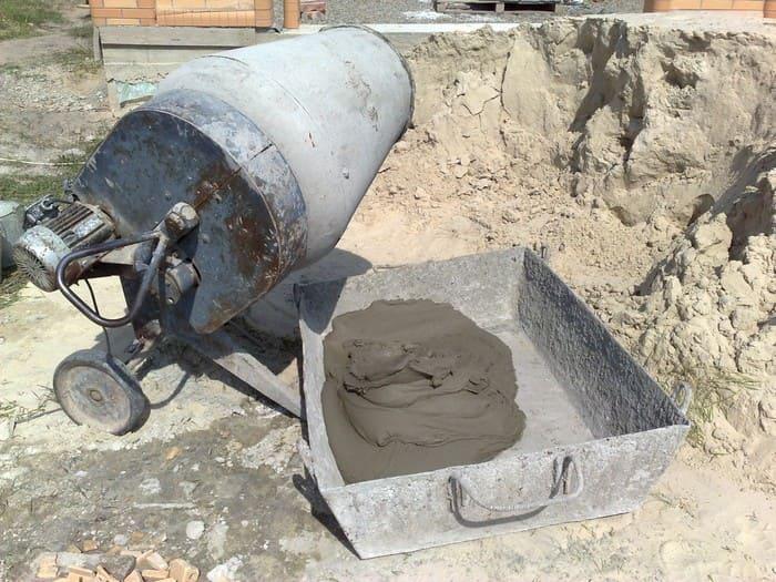 Замешивание в бетономешалке