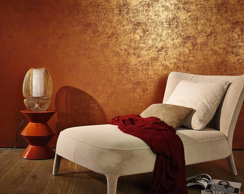 Декоративная венецианская штукатурка с эффектом золота в интерьере