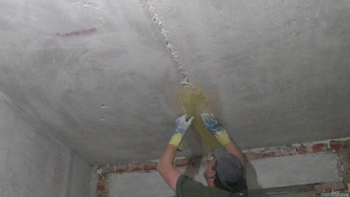 Как заделать стыки плит на потолке