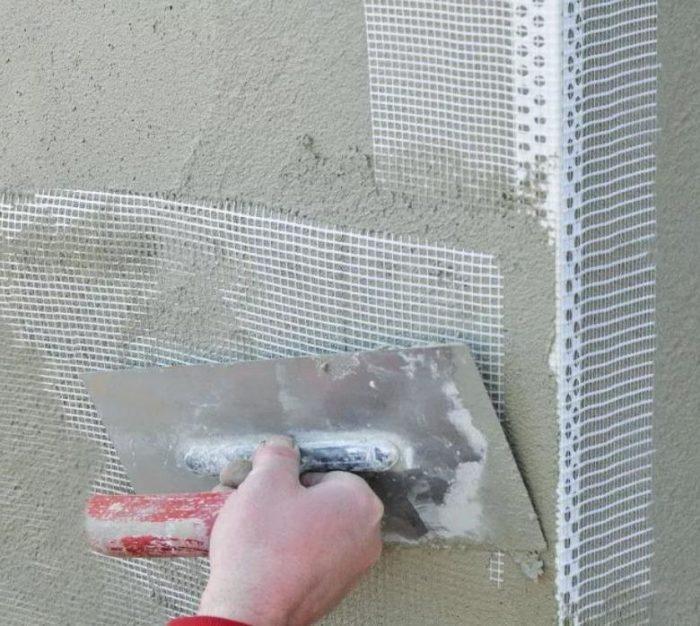 Оштукатуривание с использованием перфорированного профиля и ленты-серпянки