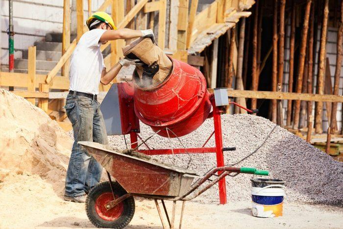 Сократить время строительных работ поможет приобретение бетономешалки