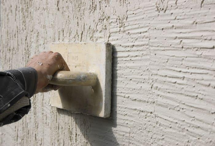 Цементная штукатурка обладает декоративными свойствами