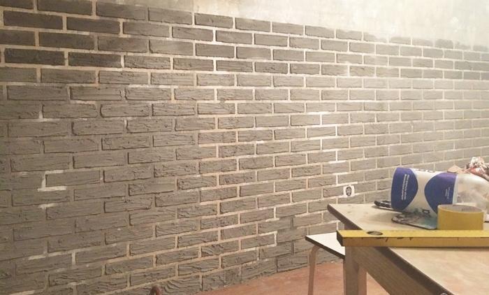 Чтобы стены выглядели более натурально, после застывания их корректируют