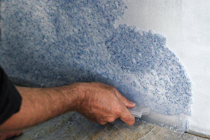 Для имитации структуры мрамора чаще всего используют акриловую шпаклевку