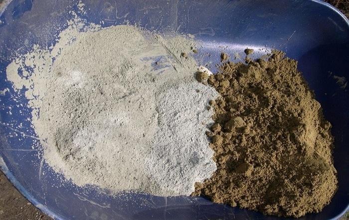 К шпатлёвке можно добавить чистый мелкий песок и каменную муку