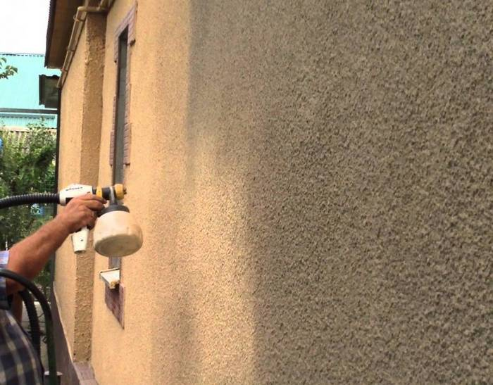 Один из самых бюджетных способов декорирования фасада – создание «шубы»