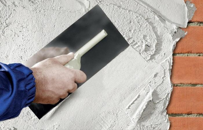 Оштукатуривание кирпичных стен производится специальными смесями