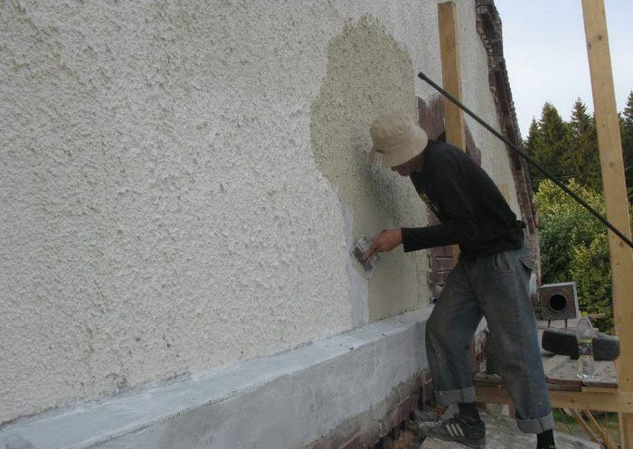 «Шуба» может наноситься как на бетонную или кирпичную стену, так и на гипсокартон
