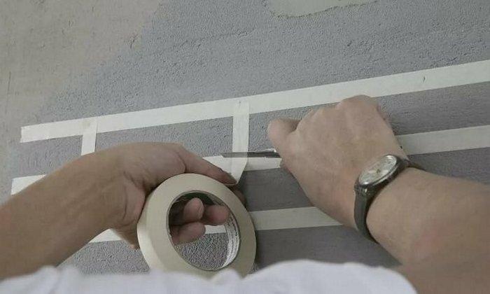 Таким способом имитация кирпичной кладки выполняется без специального инструмента