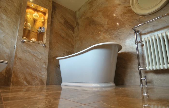 Использовать декоративную штукатурку, имитирующую мрамор, можно для отделки поверхностей в разных помещениях