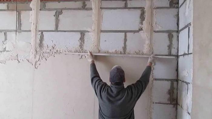Отделочные работы в первую очередь проводятся для защиты стен от различных воздействий