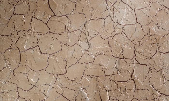Штукатурка кракелюр позволяет создать оригинальное оформление интерьеров с эффектом искусственного состаривания