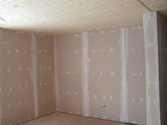 Внутри дома в качестве утеплителя используют гипсокартон
