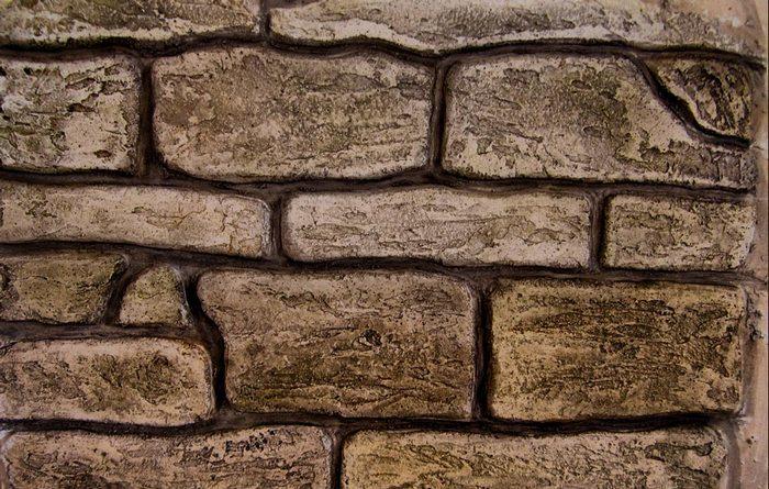 Одним из наиболее распространенных вариантов оформления является создание каменной кладки