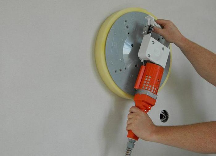 Получить идеально ровную поверхность поможет затирка стен