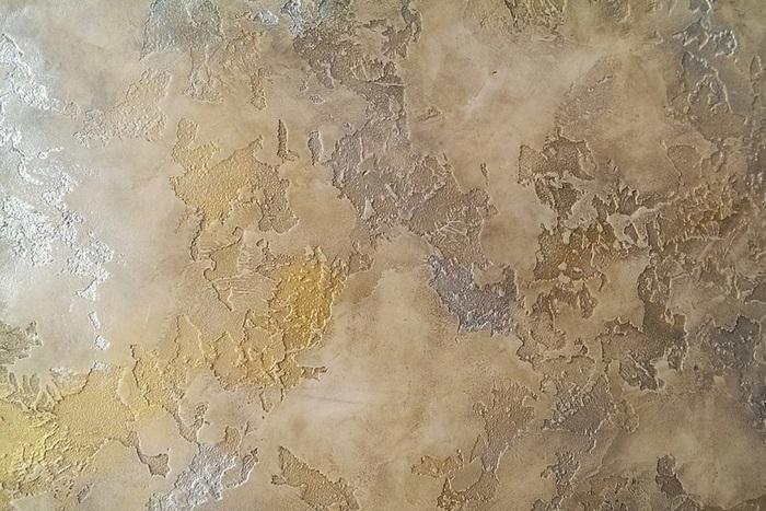 Чтобы получить многоцветный траверин можно воспользоваться искусственным состариванием поверхностей