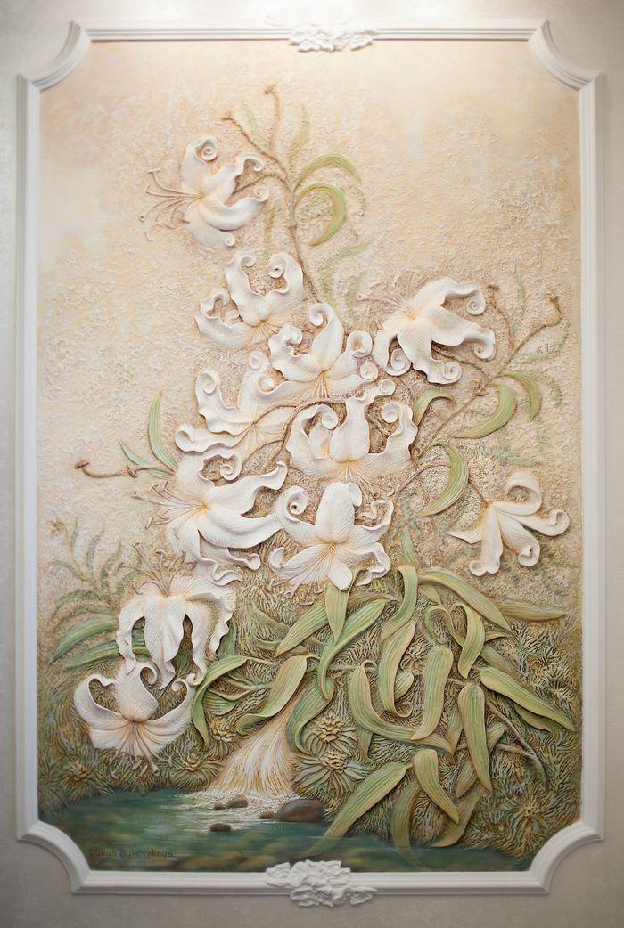 Барельеф цветов лилии
