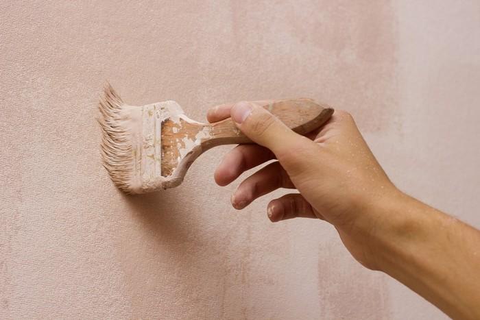 Для покраски можно использовать кисти разных размеров и формы