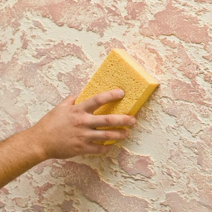 Допускается влажная чистка губкой с мыльным раствором