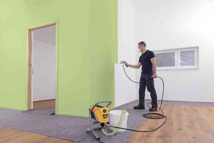 Главное преимущество краскораспылителя — равномерное нанесение красящего состава
