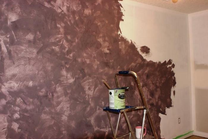 Имитация венецианки с помощью красящих составов требует подготовки ровной стены