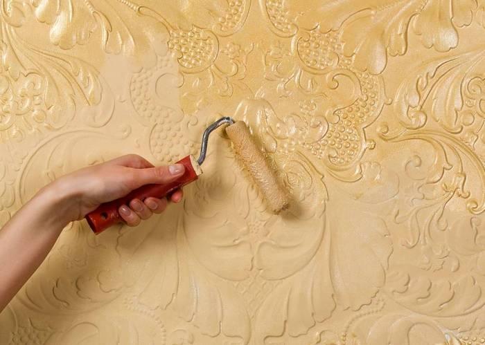 Лаковый материал наносится тонким слоем без пропусков