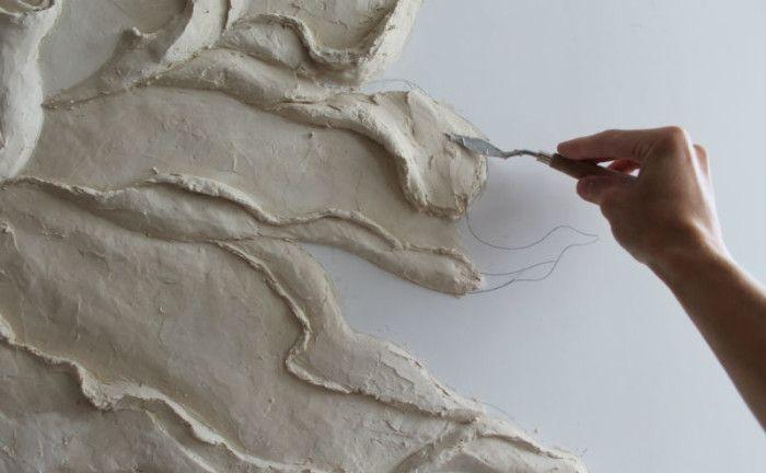 Обладая художественными навыками и минимальным опытом лепки, справиться с созданием барельефа своими руками намного проще