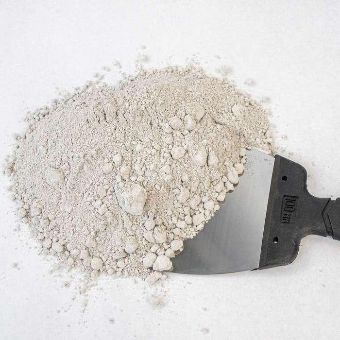 Основой акустической штукатурки обычно является цемент или гипс
