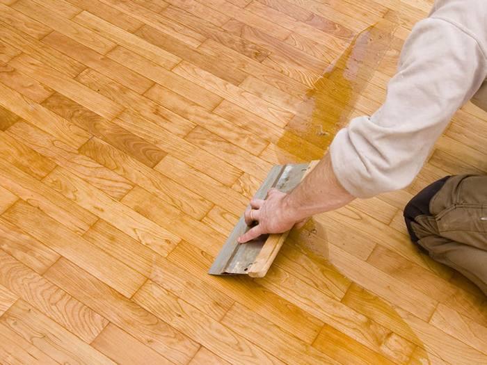 Покрытие при высыхании становится прозрачным или приобретает рисунок поверхности