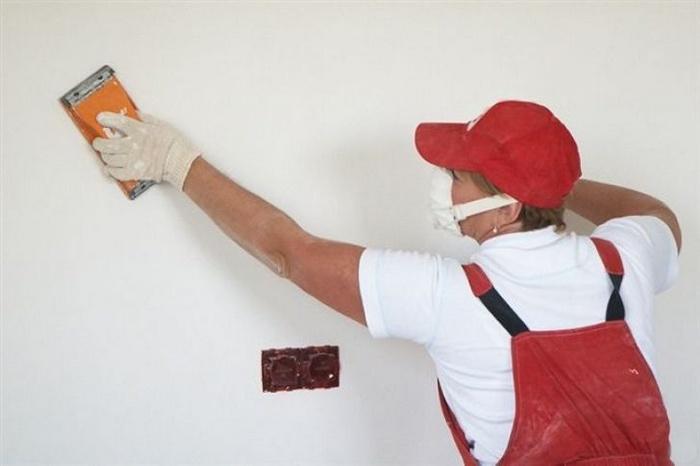 Шлифовка стен выполняется перед нанесением финишного покрытия