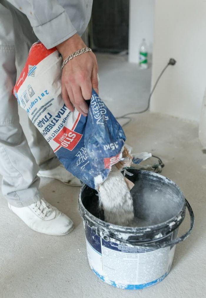Шпаклевка легка и удобна в использовании, но в работе с ней есть определенные правила