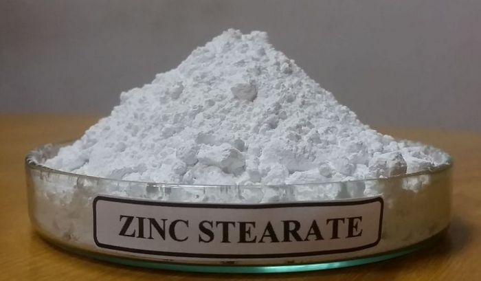 Стеарат кальция или стеарат цинка – дает водоотталкивающие свойства