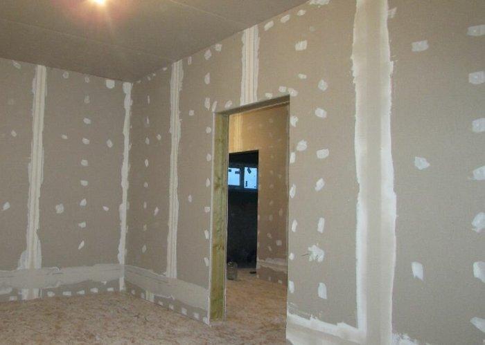 Большинство опытных строителей рекомендуют использовать для отделки гипсокартона именно гипсовую шпаклевку