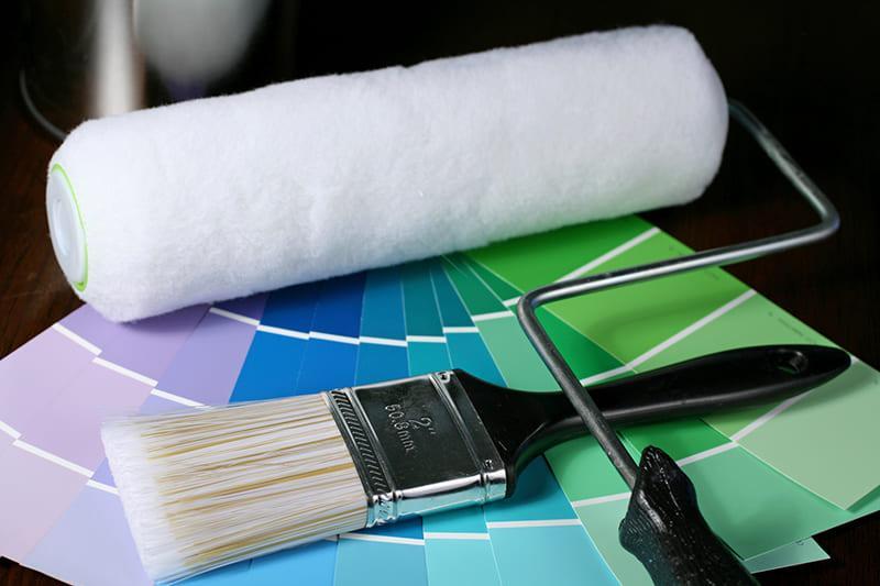 Для нанесения краски или грунтовки необходимо подготовить нужные предметы