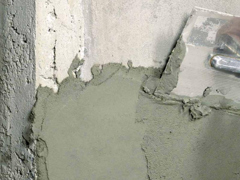 Для выравнивания бетонных стен достаточно слоя в 2-5 мм