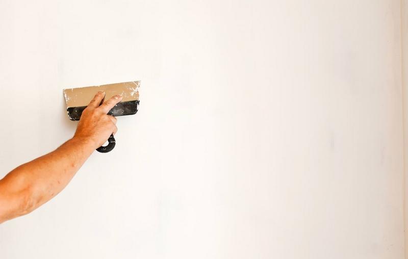 Нанесение финишной шпаклевки – это окончательный этап подготовки стен из ГКЛ