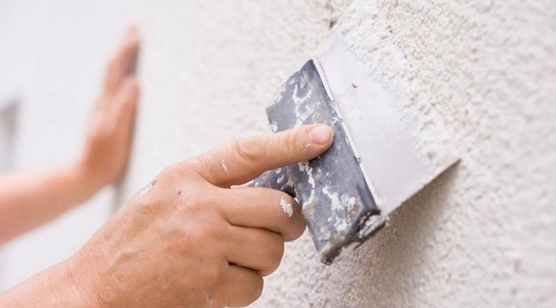 Финишная шпаклевка поможет скрыть мелкие дефект и сколы на обрабатываемой поверхности