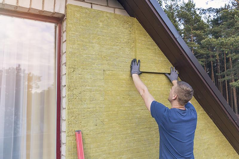 Минвата защищает фасад от воздействия конденсата и способствует сохранению тепла в помещении
