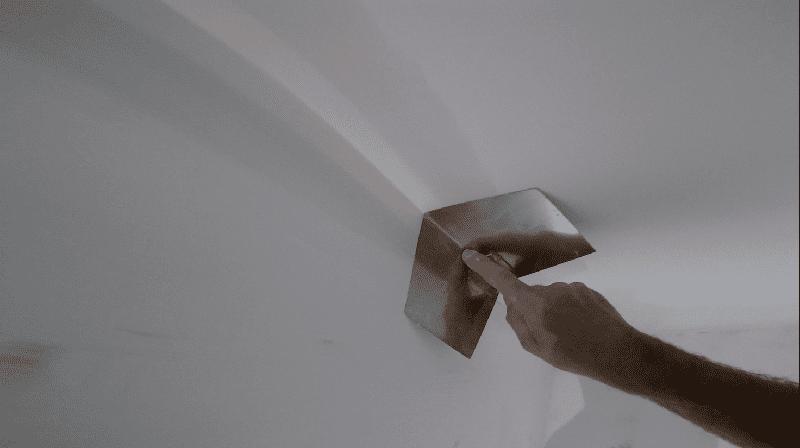 Основные проблемы при формировании углов связаны с неровностью основания