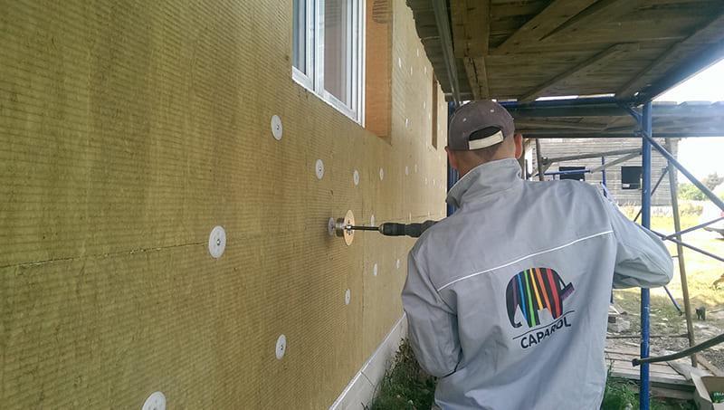Подготовленная к штукатурке поверхность не должна иметь дефектов и перепадов более 2-3 миллиметров