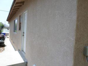 После завершения отделки фасад оставляют на сутки просохнуть
