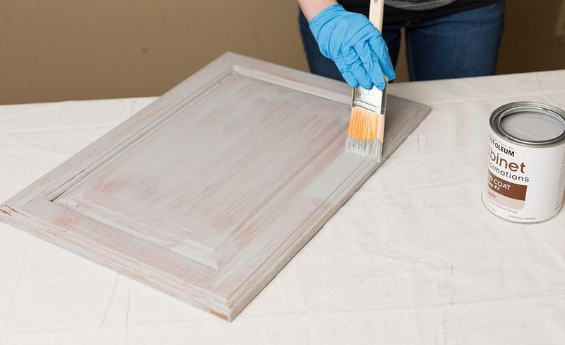 Обработку элементов мебели из ДСП производят с двух сторон
